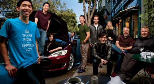 Start Me Up: No South Park Café, em San Francisco, a partir da esquerda: Ridejoy Kalvin Wang, Randy Pang, Margot Leong, Seth Warrick, e Jason Shen, com um Tesla Model S; os fundadores do Dropbox, Drew Houston e Ferdowsi Arash, e os fundadores do Y Combinator, Jessica Livingston, Trevor Blackwell, e Paul Graham.
