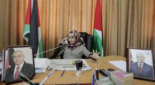 Bashaer quebrou paradigmas políticos e sociais ao se tornar a mulher mais jovem do mundo a presidir uma Câmara Municipal.